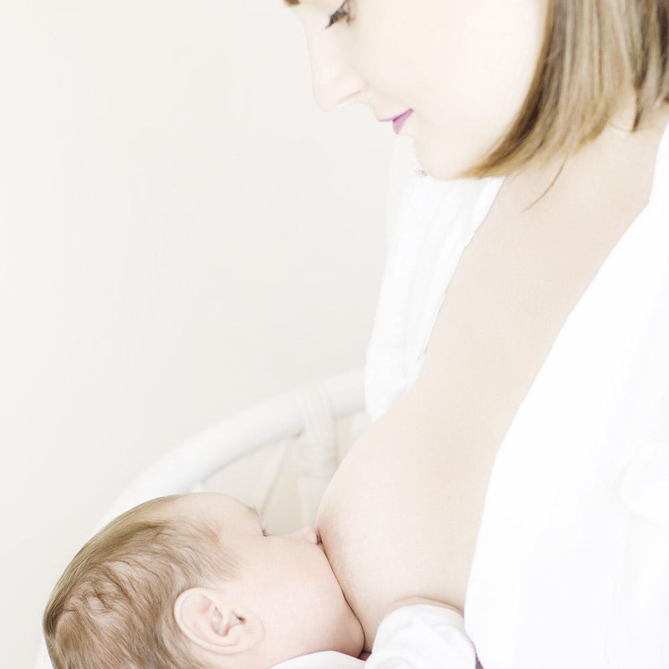 Los implantes mamarios afectan la lactancia